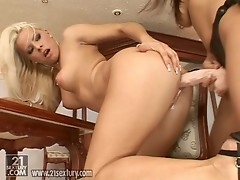 Zafira attaches a strapon toy and pounds her girlfriend with level with